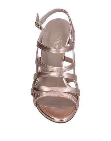 Фото 2 - Женские сандали  розового цвета