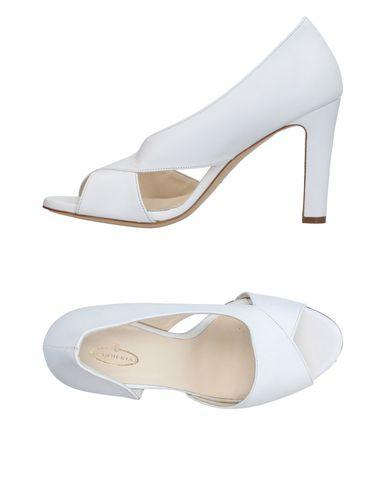 Фото - Женские туфли CUOIERIA белого цвета
