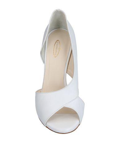 Фото 2 - Женские туфли CUOIERIA белого цвета