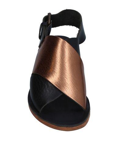 Фото 2 - Женские сандали MARLIN FACTORY бронзового цвета