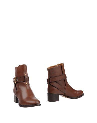 Купить Полусапоги и высокие ботинки от CHLOÉ коричневого цвета