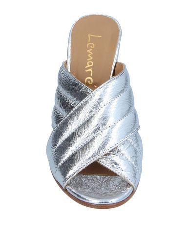 Фото 2 - Женские сандали LEMARÉ серебристого цвета