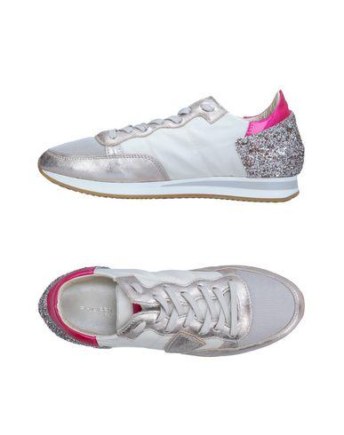 Фото - Низкие кеды и кроссовки от PHILIPPE MODEL цвет платиновый
