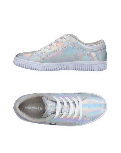 Фото - Низкие кеды и кроссовки от AIRWALK серебристого цвета