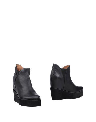 Фото - Полусапоги и высокие ботинки от JEFFREY CAMPBELL черного цвета