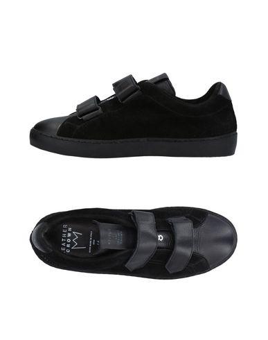 Фото - Низкие кеды и кроссовки от LEATHER CROWN черного цвета
