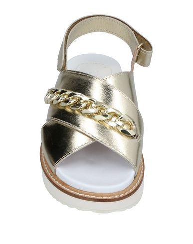 Фото 2 - Женские сандали TWINSET цвет платиновый
