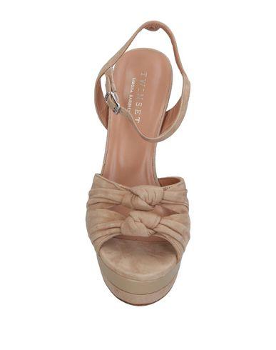 Фото 2 - Женские сандали TWINSET бежевого цвета