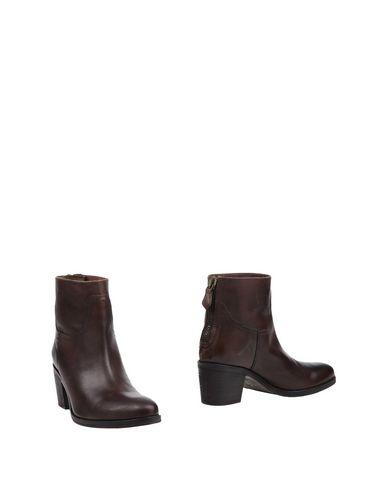 Фото - Полусапоги и высокие ботинки от J D JULIE DEE темно-коричневого цвета