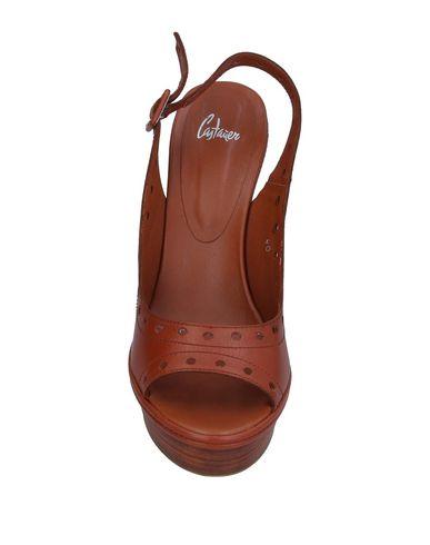 Фото 2 - Женские сандали CASTAÑER коричневого цвета