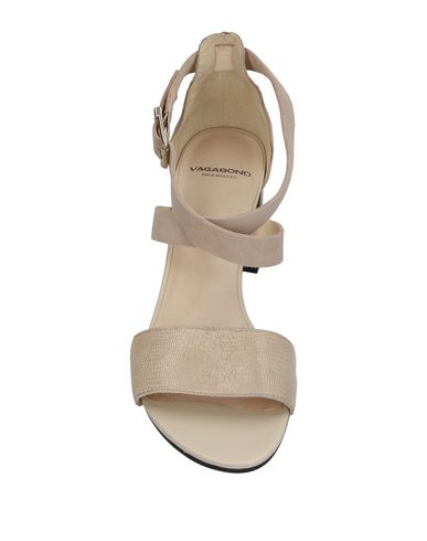 Фото 2 - Женские сандали VAGABOND SHOEMAKERS бежевого цвета