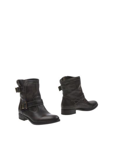Фото - Полусапоги и высокие ботинки от NERO GIARDINI свинцово-серого цвета