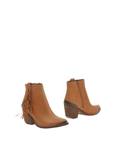 Фото - Полусапоги и высокие ботинки от JEFFREY CAMPBELL желто-коричневого цвета