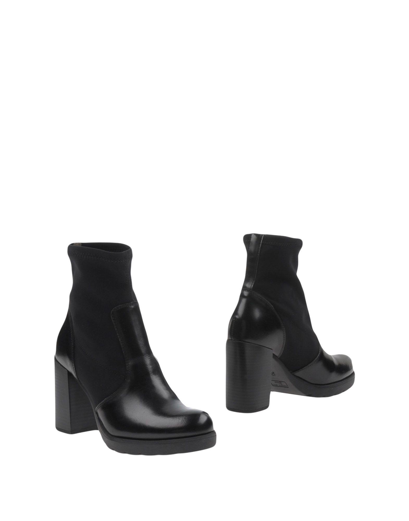 купить TOSCA BLU SHOES Полусапоги и высокие ботинки дешево