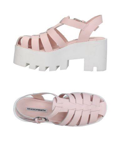 Фото - Женские сандали WINDSOR SMITH розового цвета