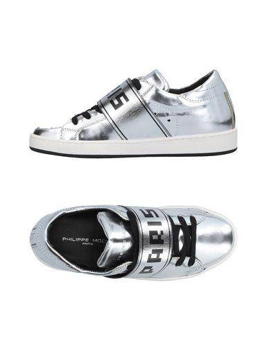 Фото - Низкие кеды и кроссовки от PHILIPPE MODEL серебристого цвета