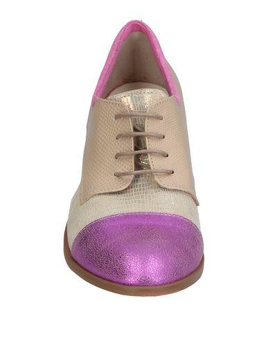Фото 2 - Обувь на шнурках от EBARRITO бежевого цвета
