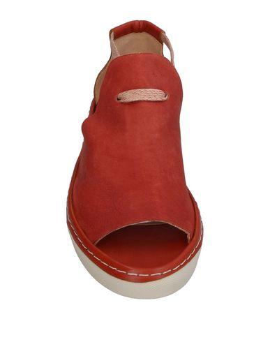 Фото 2 - Женские сандали INTROPIA кирпично-красного цвета