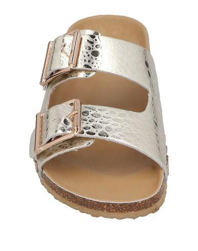 Фото 2 - Женские сандали  цвет платиновый