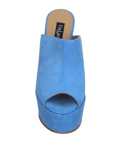 Фото 2 - Женские сандали UNLACE небесно-голубого цвета