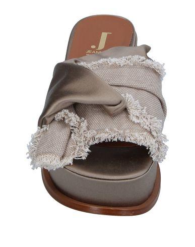 Фото 2 - Женские сандали JEANNOT серого цвета