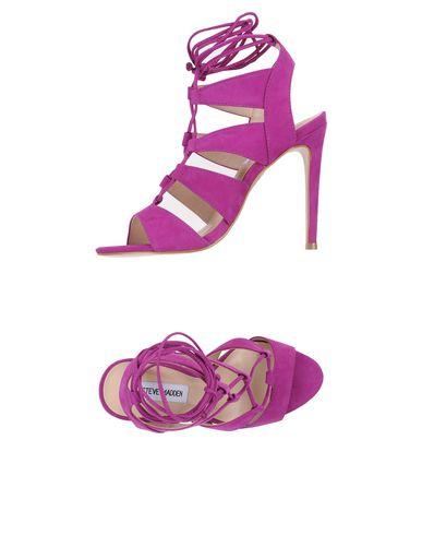 Фото - Женские сандали STEVE MADDEN фиолетового цвета
