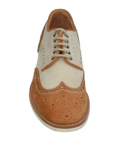 Фото 2 - Обувь на шнурках желто-коричневого цвета