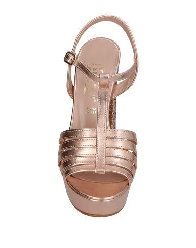 Фото 2 - Женские сандали DIVINE FOLLIE цвет медный