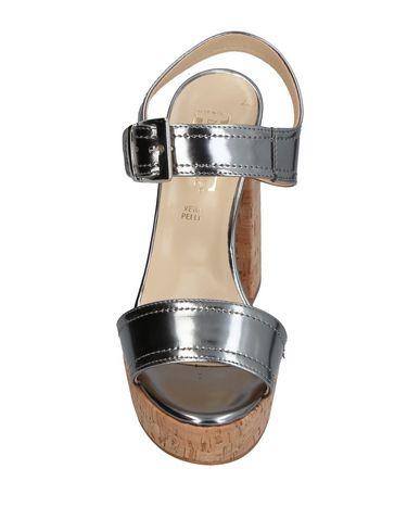 Фото 2 - Женские сандали DIVINE FOLLIE серебристого цвета