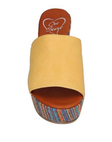 Фото 2 - Женские сандали OROSCURO желтого цвета