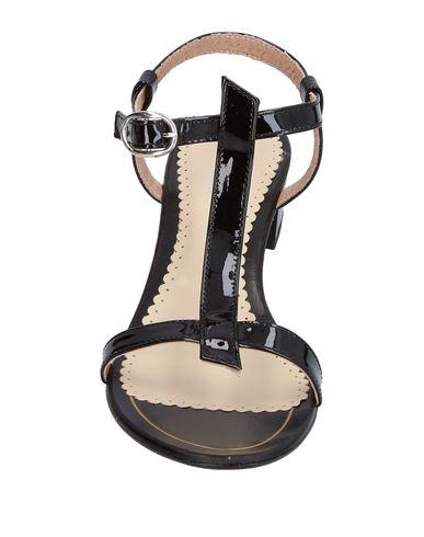 Фото 2 - Женские сандали STELE черного цвета