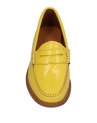 Фото 2 - Женские мокасины  желтого цвета