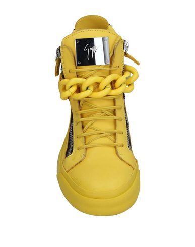 Фото 2 - Высокие кеды и кроссовки желтого цвета