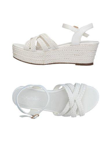 Купить Женские сандали STELLABERG белого цвета