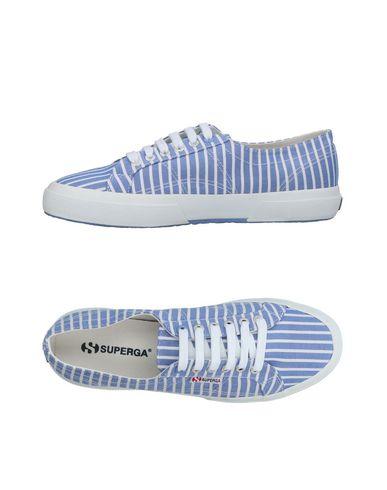 Купить Низкие кеды и кроссовки от SUPERGA небесно-голубого цвета
