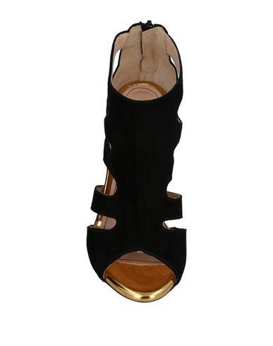 Фото 2 - Женские сандали TIPE E TACCHI черного цвета