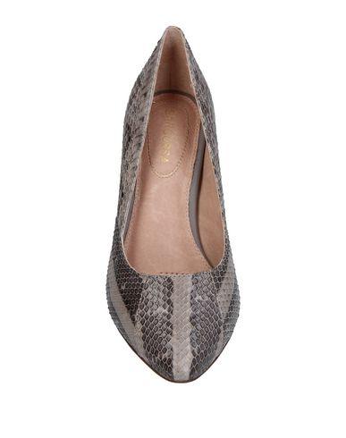 Фото 2 - Женские туфли SARGOSSA серого цвета