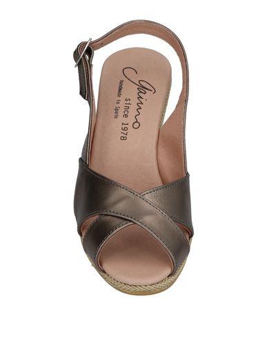 Фото 2 - Женские сандали GAIMO свинцово-серого цвета