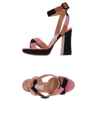 Фото - Женские сандали  розового цвета