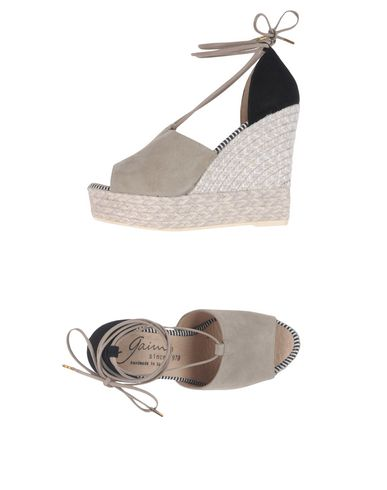 Фото - Женские сандали GAIMO серого цвета