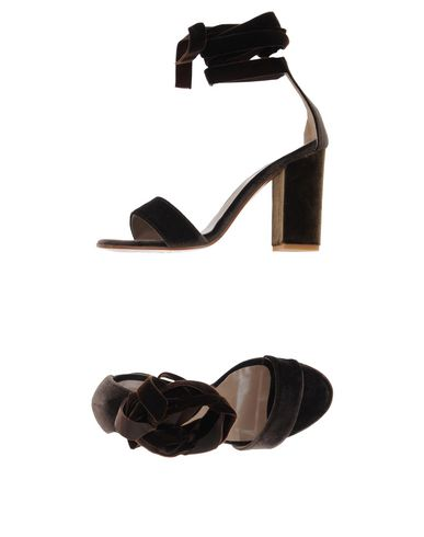 Фото - Женские сандали  темно-коричневого цвета