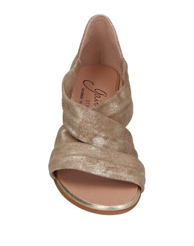 Фото 2 - Женские сандали GAIMO цвет песочный