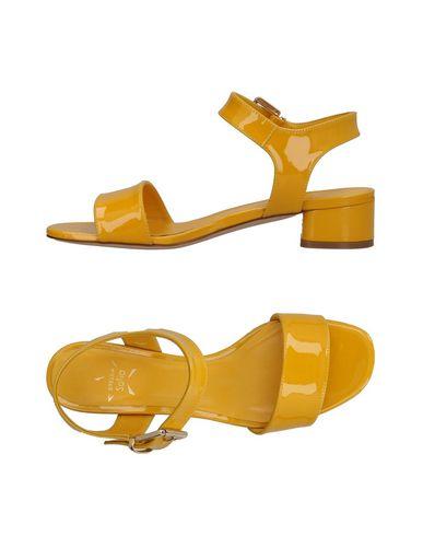 Фото - Женские сандали STELLA SOFIA желтого цвета