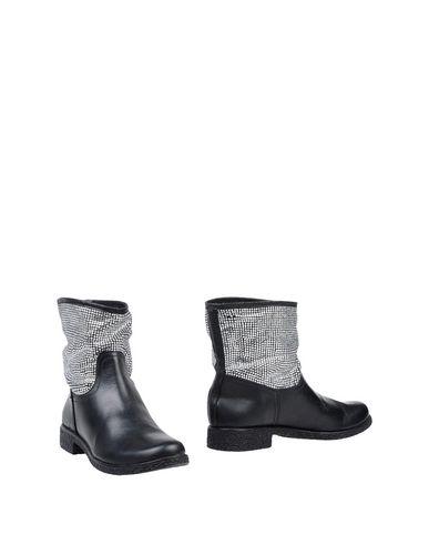 Полусапоги и высокие ботинки от SOLIDEA