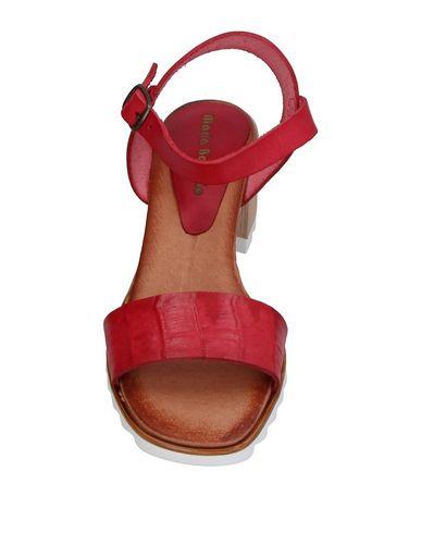 Фото 2 - Женские сандали MARIA BARCELO красного цвета