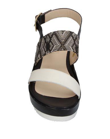 Фото 2 - Женские сандали 1,618 белого цвета