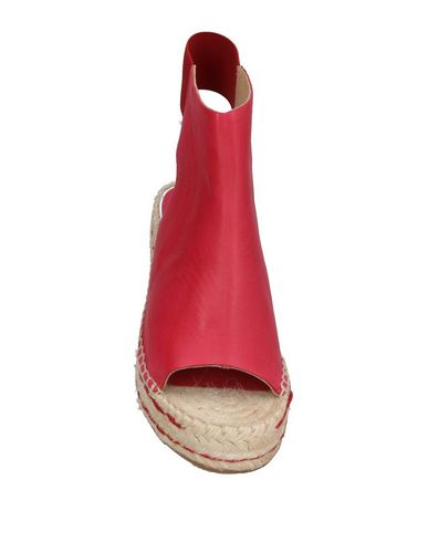 Фото 2 - Женские сандали  кирпично-красного цвета