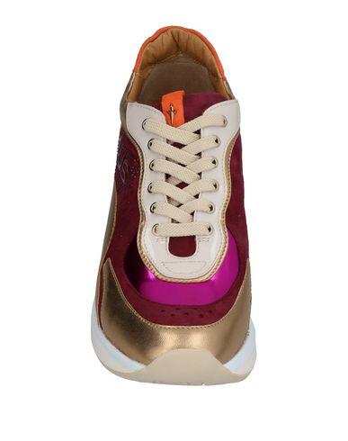 Фото 2 - Низкие кеды и кроссовки от CESARE PACIOTTI 4US цвет пурпурный