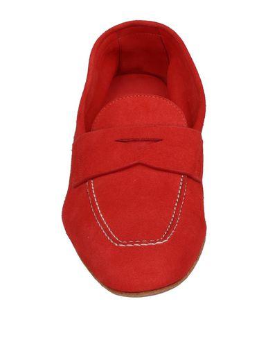 Фото 2 - Женские мокасины  красного цвета
