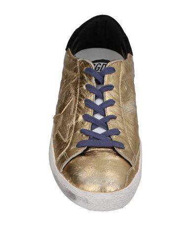 Фото 2 - Низкие кеды и кроссовки золотистого цвета